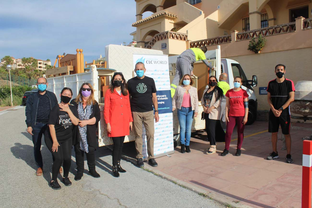 Fundación CLC World donates recycled furniture to the New Culture Association for Gypsy Development of Mijas